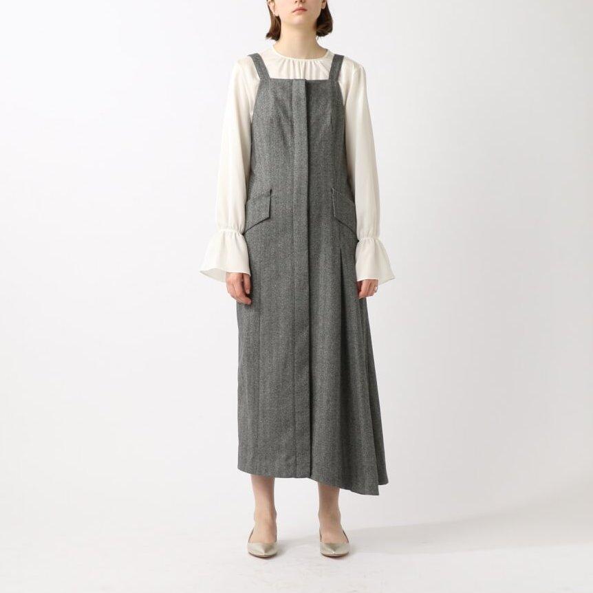 BLOUSE 26,000円+tax FORGET ME NOT BY TINA CHAI/DRESS 68,000+tax SAYAKA DAVIS